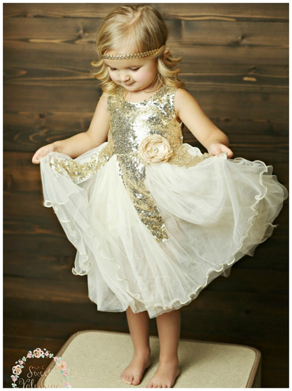 Look at this darling princess dress. Perfect for Halloween.