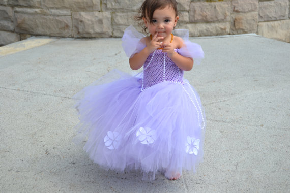 The absolute most gorgeous princess costumes for Halloween. I'm in love.
